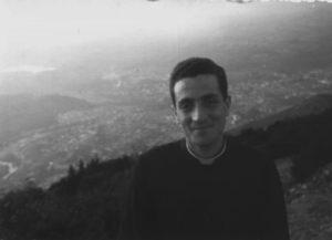 Don Tonino Bello * Nel 1958 (23 anni) a Bologna, giovane sacerdote, sull'altura di S. Luca.